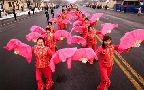 青州元宵节民俗文艺队伍展演震撼上演  青州市摄影家协会倾情拍摄最美瞬间