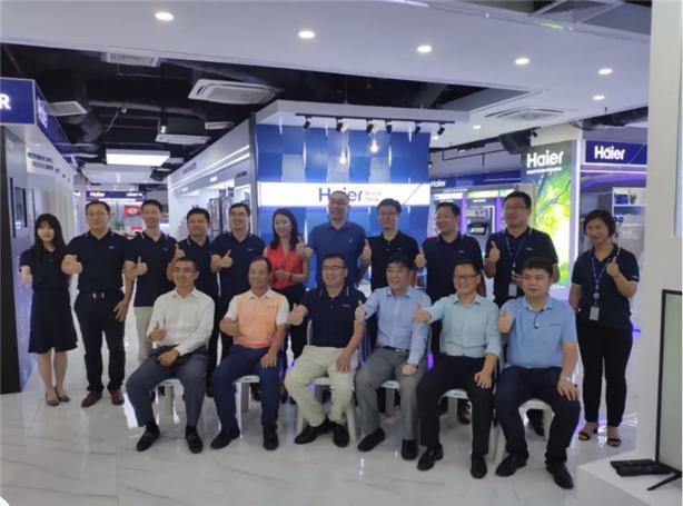 泰国青岛商会各企业负责人参观海尔泰国品牌旗舰店
