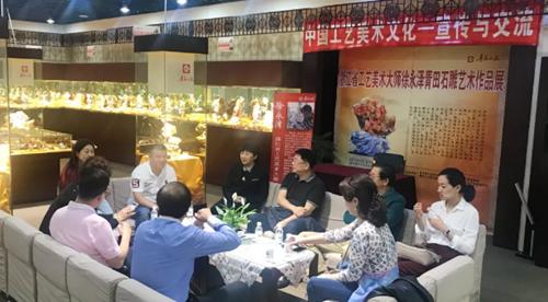 青岛市民营经济国际合作商会组织会员参加浙江省工艺美术大师徐永泽青田石雕艺术作品展