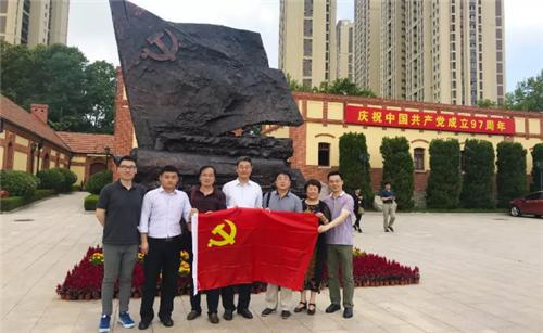 青岛市民营经济国际合作商会党支部一行参观中共青岛党史纪念馆