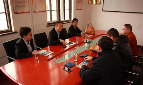 青岛国际家具展组委会一行走访青岛环湾跨境电商产业园