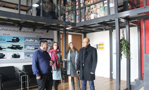 保加利亚中国文化基金会会长张长清一行到黄岛影视行业商会参观考察