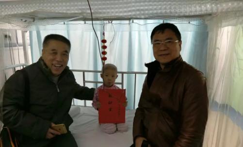 青岛市淄博商会一行到济南看望白血病小姑娘 传递满满正能量