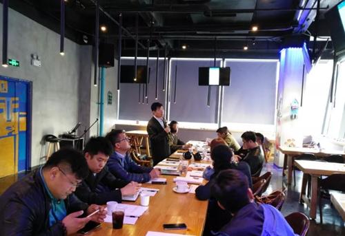 青岛市钢铁贸易商会举办钢市行情与风险管控座谈会
