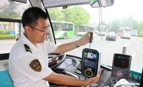 全国首辆支持移动支付的公交车亮相青岛