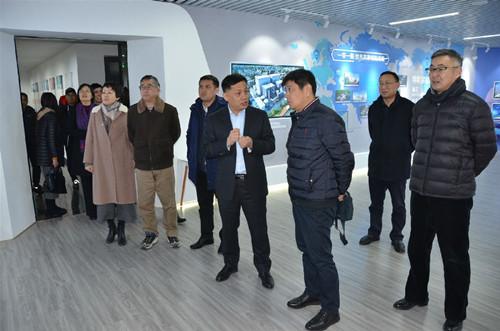 青岛市委统战部副部长、市工商联党组书记杨长军调研市南区部分企业